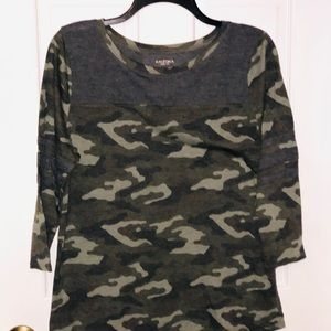 Arizona Jean Co 3/4 Sleeve Camo top Large